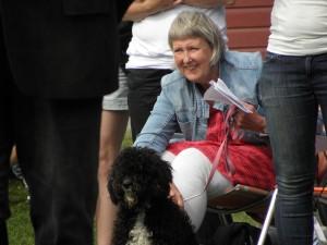 Barbro Andersson med fina unghundstiken Lykke.